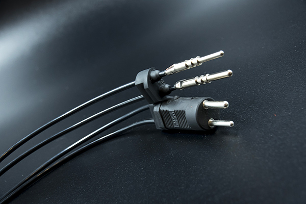 Assemblage technique de câbles de liaisons noirs